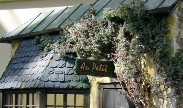Au Petit Entrance.JPG – Version 4